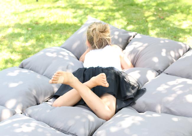 es ist diy zeit kissen matratze lilaliv. Black Bedroom Furniture Sets. Home Design Ideas