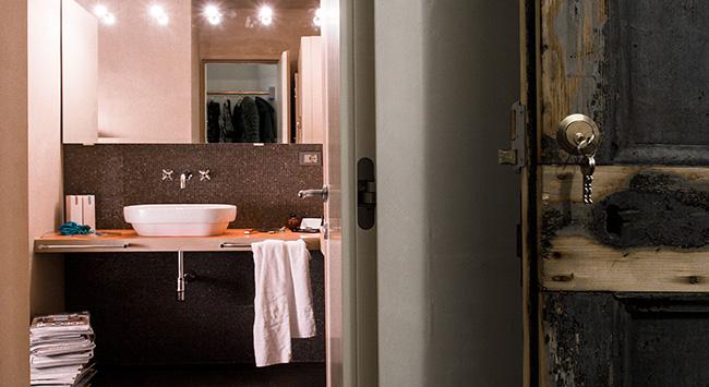 Apt 3 bathroom+